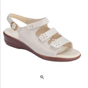NWT SAS Quattro sz 11WW bone leather sandal velcro